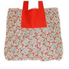 Bolsa em tecido florido com brim vermelho   Perfeita para cadernos e livros, bem espaçosa.