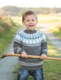 boys kids icelandic sweater, photo from viking garn, lopi knitting pattern, fuzzy fluffy childs childrens lopapeysa nordic Knitting For Kids, Baby Knitting, Crochet Baby, Knit Crochet, Boys Sweaters, Winter Sweaters, Baby Patterns, Knitting Patterns, Norwegian Knitting