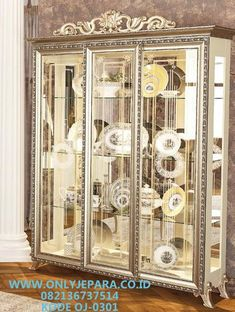 Model lemari Hias Mewah Klasik Modern Kaca Kaca Elegant