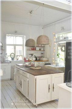 beautiful kitchen -- different language but still a beautiful blog!