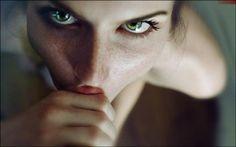 опять, этот преданный и всасывающий, высасывающий, не только энергию, взгляд!