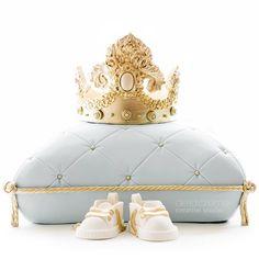 royal baby shower cake - crown