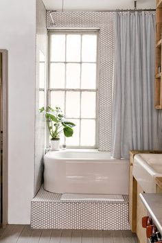 15 Bathroom Essentials Every Minimalist Deserves