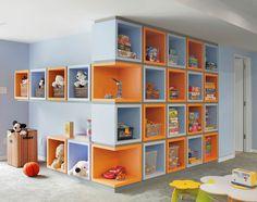 Adorei. Nichos são a melhor forma de organizar um quarto cheio de brinquedos.