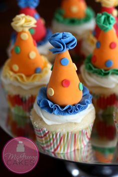 Idee de recette originale pour un anniversaire d'enfant: le Clown cupcake avec un chapeau de clown trop mignon!