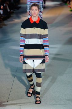 Riccardo Tisci presents a futuristic army of robot warriors for Givenchy's Spring/Summer 2014 menswear catwalk show. Fashion Tape, Fashion 2020, Fashion Trends, Crazy Runway Fashion, Mens Tights, Givenchy Man, Spring Summer, Summer 2014, Italian Fashion Designers