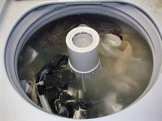 Isso fará suas roupas ficarem super brancas e cheirosas. Sem produtos químicos, barato e fácil!
