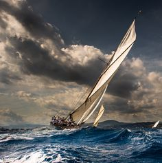 ***Les Voiles de Saint-Tropez // The sails of Saint-Tropez (France) [phographer unknown] ⛵️🇫🇷 Saint Tropez, Classic Sailing, Ship Paintings, Boat Art, Yacht Boat, Sail Away, Set Sail, Tall Ships, Water Crafts