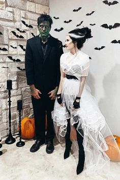 Cool Couple Halloween Costumes, Easy Couples Costumes, Easy Diy Costumes, Pop Culture Halloween Costume, Family Costumes, Diy Halloween, Costume Ideas, Couple Costumes, Halloween Nails