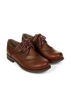 Boy Brogue Shoes (These are so cute and I know boys shoes will fit my freakishly small feet. Lace Up Shoes, Dress Shoes, Flat Shoes, Smart Casual Outfit, Casual Outfits, Little Boy Blue, Oxford Flats, Free Clothes, Brogues