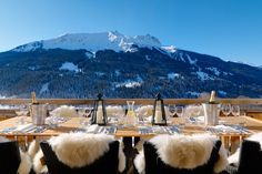 Luxury Ski Chalets and Holidays in the European Alps for rent. Book an exclusive luxury ski chalet or apartment for your next luxurious ski holidays. Swiss Alps Skiing, Swiss Ski, Alpine Skiing, Ski Chalet, Chalet Zermatt, Chalet Design, Chalet Style, Chalet Chic, Hotel Berg