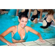 "Faire des abdominaux à la piscine <span class=""normal italic"">© Christophe Fouquin - Fotolia.com</span>"