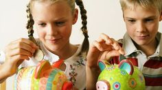 The gap between the amount of pocket money parents gave boys and girls rose to 13% in the past year, a survey suggests