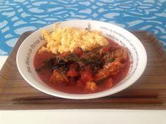 鷄モモ肉とほうれん草のトマト煮込み!ふわふわたまごのせ〜!♡