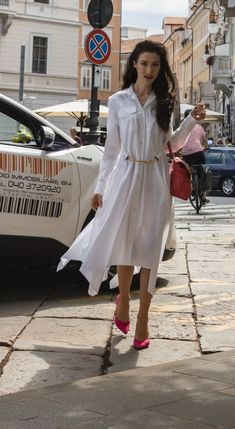 A white shirtdress and pumps is a classy capsule summer outfit you can wear anywhere. Visit Brunette from Wall Street to see how to wear white shirt dress to work and beyond this summer. High End Fashion, Only Fashion, Fashion Beauty, London Fashion Bloggers, Latest Fashion Trends, Summer City Fashion, Capsule Outfits, Summer Work Outfits, Parisian Style