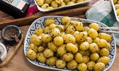 Enklaste potatisen till fest Buffet, The Beauty Department, Recipe For Mom, Food Inspiration, Baking Recipes, Delish, Food And Drink, Potatoes, Lunch