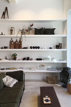 Part II of our Function and Form Bloggers Tour Antwerp. A city that is rich with passionate designers and craftsmen producing beautiful functional furniture