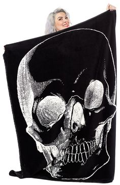 Skull Fleece Blanket from Sourpuss (Sourpuss). I Want Your SKull.I Need Your Skull. Add a bit of the macabre to your favorite lounging area with our satin-trimmed, fleece Skull Blanket! Gothic Home Decor, Diy Home Decor, Room Decor, Skull Decor, Skull Art, Home Decor Accessories, Decorative Accessories, Goth Home, Gothic House
