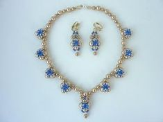 DIY Jewelry: FREE beading pattern for elegant evening necklace with stunning Swarovski crystals set around gold pearls. Pattern includes matching earrings.
