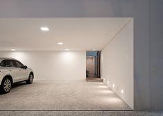 Spotted, the perfect minimalist carport - Grecia house by Isay Weinfeld Garage Design, Exterior Design, House Design, Garage House, Car Garage, Garage Room, Mediterranean Doors, Garage Door Company, Casa Retro