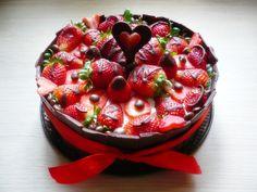 Tejszínes túrótorta eperrel, csokival | Életszépítők