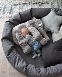 Myspöl Graphite Grey, 120 cm, från kollektionen NG Baby Mood. | Källa: Josefin Netz