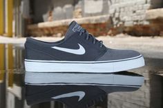 """Nike SB Zoom Stefan Janoski """"Anthracite"""": The enduring popularity of the low-top, boat shoe-inspired design continues as Nike SB introduces Ugg Shoes, Shoe Boots, Nike Sb Janoski, Uggs For Cheap, Stefan Janoski, Shoe Closet, Skate Shoes, Swagg, Types Of Fashion Styles"""