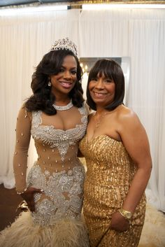 Kandi Burruss' mother wore a gorgeous gown with a sweetheart neckline embellished with golden beads and sequins. #motherofthebride Photography: Robin Gaucher Photography. Read More: http://www.insideweddings.com/weddings/kandi-burruss-and-todd-tucker/560/