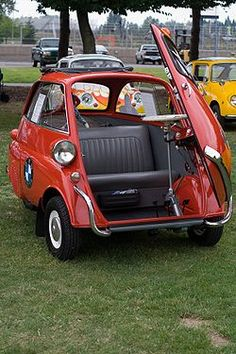 Bmw Isetta, Microcar, Ferrari F40, Vintage Cars, Antique Cars, Auto Retro, Bmw Classic Cars, Fiat 600, Weird Cars