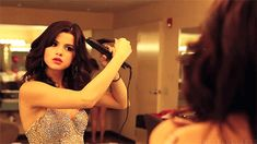 gif, gomez, and selena image Selena Gomez, Princess Protection Program, How To Apply Lipstick, Marie Gomez, Kardashian Style, Clip In Hair Extensions, Diva Fashion, Fair Skin, Curled Hairstyles