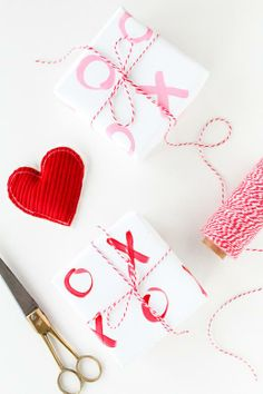 Make this XOXO gift wrap for your Valentines gifts! (@Ashley Rose / Sugar & Cloth)