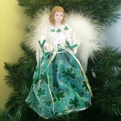 i would so put this on my tree! Christmas In Ireland, Irish Christmas, Green Christmas, Christmas 2019, Merry Christmas, Erin Go Bragh, Irish Design, Celtic Heart, Irish Jewelry
