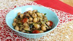 Se vi piacciono i ceci ricetta dell'insalata di ceci e verdure non vi deluderà. E' leggera e saporita, perfetta come antipasto o come contorno.