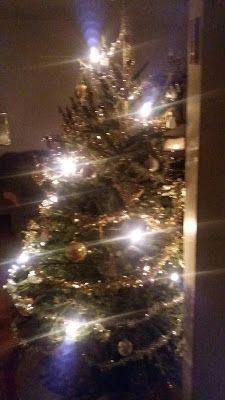 RunoMaalari: JOULUINEN KALENTERI            Joulu on nyt...