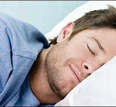Internet: Hs. que duerme persona de 12/14 años: La mayoría de los adolescentes que tienen de 12 a 14 años necesitan entre ocho horas y media y más de  a nueve horas de sueño cada noche.