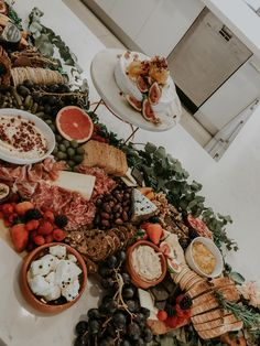 Grazing Table // The Grazing Folk - Grazing Tables 2019 - Food Party Food Platters, Cheese Platters, Delicious Food Image, Yummy Food, Charcuterie And Cheese Board, Cheese Boards, Reception Food, Grazing Tables, Date Dinner