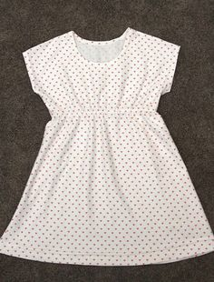 free sewing pattern for this easy girls play dress pattern in 6 different sizes! 4-14