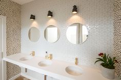 Cube Gloss White - Tile Space