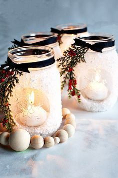noel 2019 Im thrilled that this seasons Ball Keepsake Collectible Holiday Jar is an ode to the stunning snowflake! I decided that a fun way to use this fun collectible jar is to make snowfla Mason Jar Christmas Crafts, Christmas Centerpieces, Jar Crafts, Xmas Decorations, Christmas Projects, Holiday Crafts, Christmas Gifts, Christmas Ornaments, Christmas Ideas