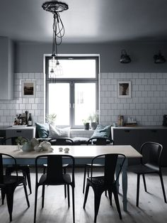 By Joey Cupelli We can't get enough of these seven gorgeous kitchens. The idea alone of waking up and brewing a warm cup of coffee in these skillfully designed spaces is enough to get us through the w