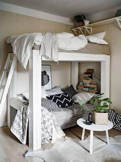 Een mooie oplossing voor bijvoorbeeld een kleine studenten kamer. Er is gebruik gemaakt van natuurlijk ogende materialen voor een zachte uitstraling