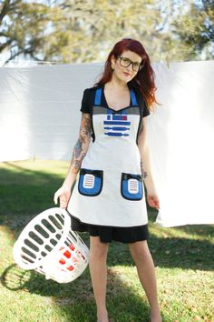 R2D2 apron! @Leigh Velie  Look babe I have been saying i want a apron u thought i was weird bet your rethinking that now arent ya..