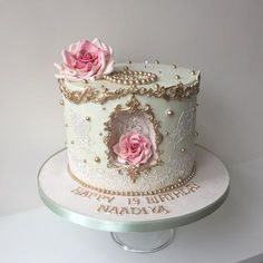 Edible lace, edible roses and cake 💖 Pretty Cakes, Cute Cakes, Beautiful Cakes, Amazing Cakes, Edible Lace, Edible Roses, Nutella, Bolo Cake, Retirement Cakes