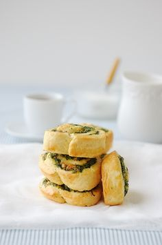 Spinach and Feta Scrolls_At times, even I get bored with spanakopita! Yes its true! Lately Ive wanted to get creative with traditional Greek recipes and bring a little oomph to them.out with spanakopita (for the time being) and in with the scrolls. Good Food, Yummy Food, Spinach And Feta, Chopped Spinach, Delicious Magazine, Cooking Recipes, Healthy Recipes, Appetisers, Greek Recipes