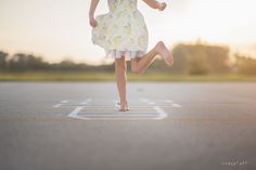 Inspiratie en ideëen voor kinderfotografie op lokatie en in studio | Inspiration and ideas for child photography outdoor and studio - hopscotch By lindypfaff