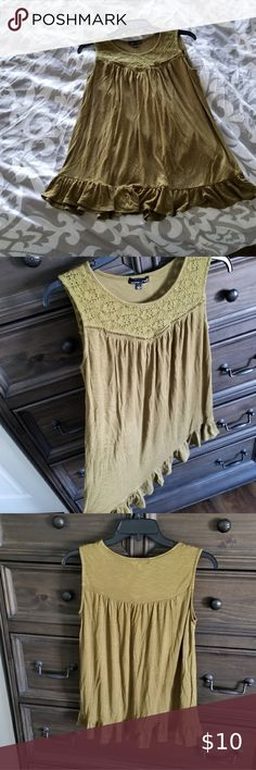 RXB flowy tank Olive color flowy tank with ruffled bottom hem for flattering fit. Size small and in good condition. I have another for sale in beige so bundle for savings! Plus Fashion, Fashion Tips, Fashion Trends, Top Colour, Color, Green And Brown, Beige, Tank Tops, Closet
