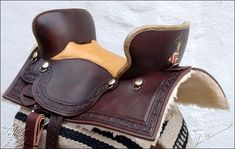 medieval saddles | Medievale Rittersattel Squareskirt, Bordertooling Medievale, Farbe ...
