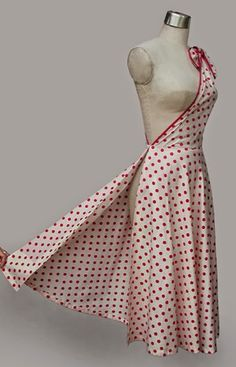 Welcome to the Sewalong on the Polka Dot wrap dress! It's one of the prettiest and EASIEST vintage dress patterns so if you just have basic sewing skills you should be able to make this :) Y… Vintage Dress Patterns, Vintage 1950s Dresses, Dress Sewing Patterns, Nice Dresses, Short Dresses, Butterfly Dress, 1950s Style, Vintage Mode, Dot Dress