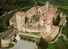 Castello di Vigoleno by Castelli e Borghi d'Italia via Facebook | I 10 Castelli del Ducato da non perdere