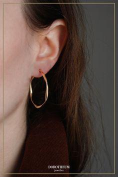 Rund oder eckig... Wir sagen: warum nicht beides? ;) Diese Hoop-Ohrringe stechen in jedem Outfit sofort heraus und passen zu jedem Style! When Youre Feeling Down, Hoop Earrings, Outfit, Stuff To Buy, Jewelry, Fashion, Round Round, Ear Piercings, Outfits